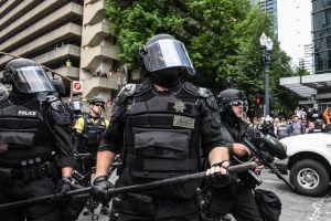 Protestas en Portland: terminan los disturbios con unos 13 arrestos y una ciudad ocupada por la policía