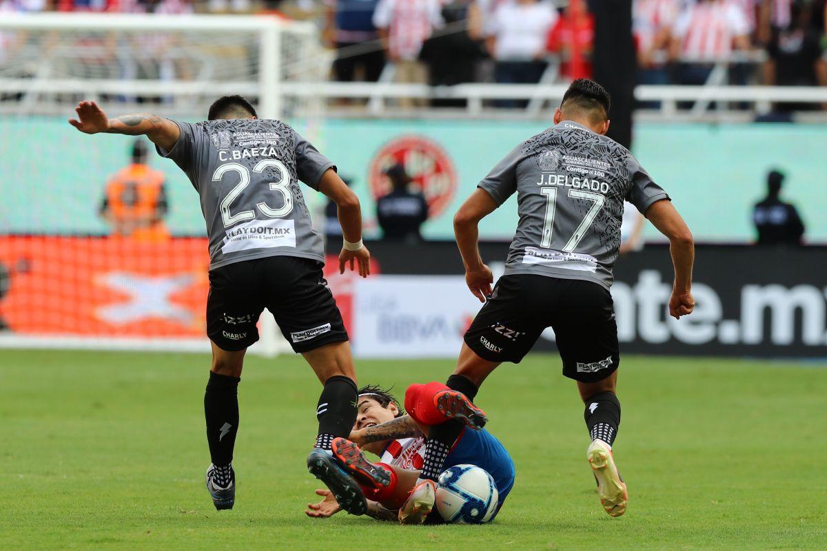 Chivas sigue sin poder ganar, ahora perdió contra Necaxa en casa.