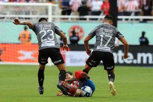 Chivas pierde a 'La Chofis' López y a Michael Pérez para el partido contra Cruz Azul