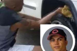 Luis Pineda, el expelotero dominicano de Grandes Ligas que ahora lava carros