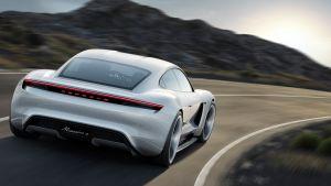 He aquí por qué el Porsche Taycan es más rápido que el Tesla Model S