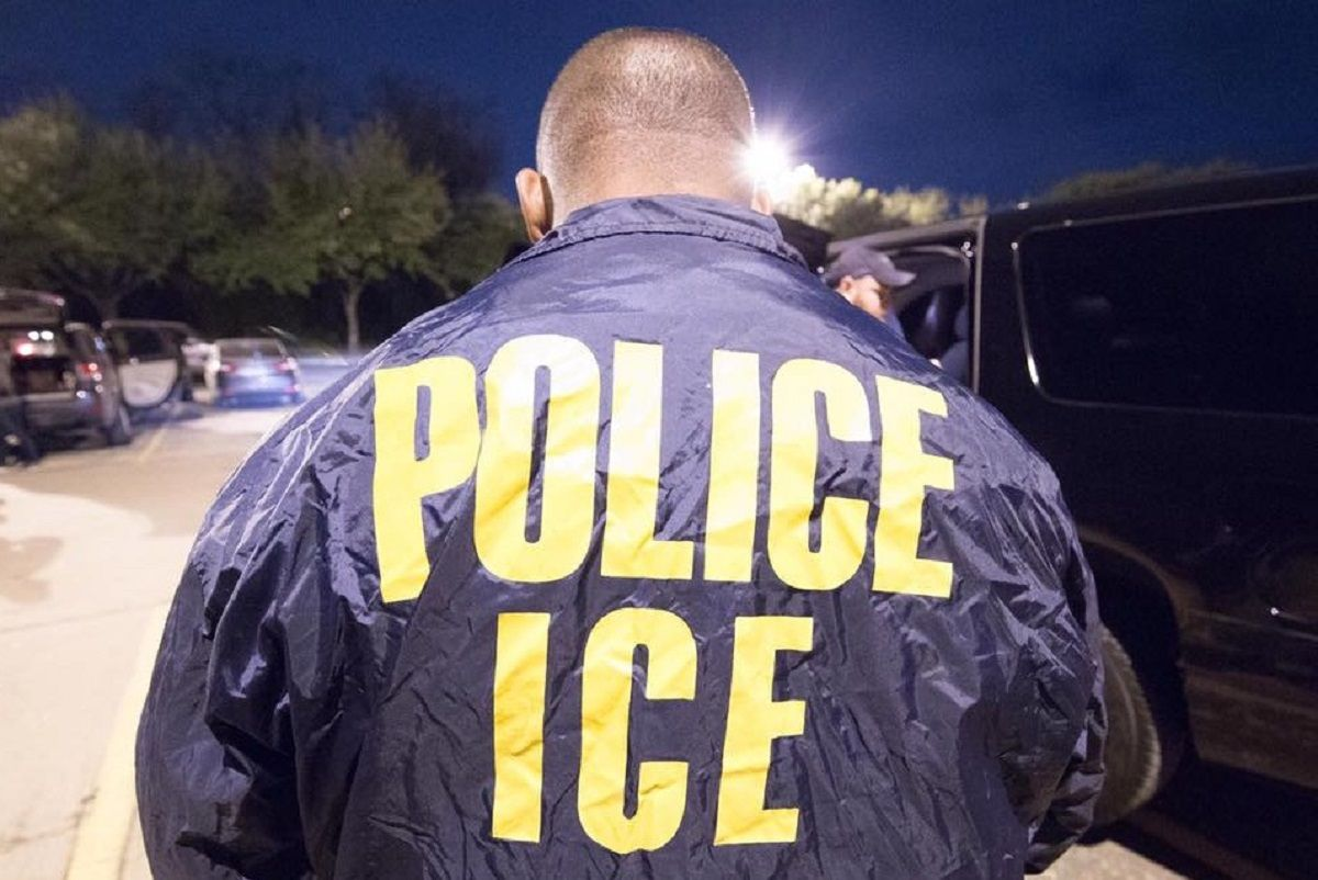 ICE iba por un inmigrante, pero éste salió por la puerta trasera de una corte.