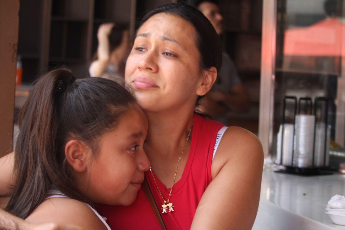 """""""Esto no puede pasar; hay mucho miedo y este presidente está traumando a los niños"""". Beatriz Gutiérrez, madre de la menor y residente en Simi Valley."""