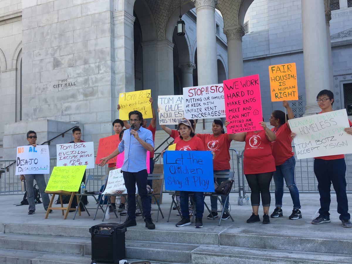 Inquilinos protestan contra incumplimiento de acuerdo para no aumentarles el alquiler