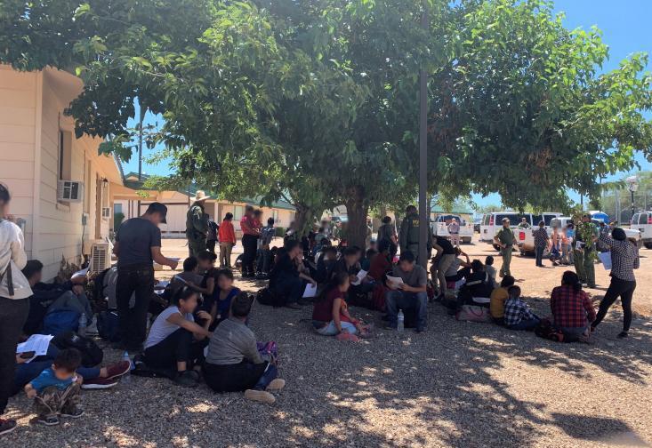 Regresan detenciones en el desierto de grandes grupos de inmigrantes