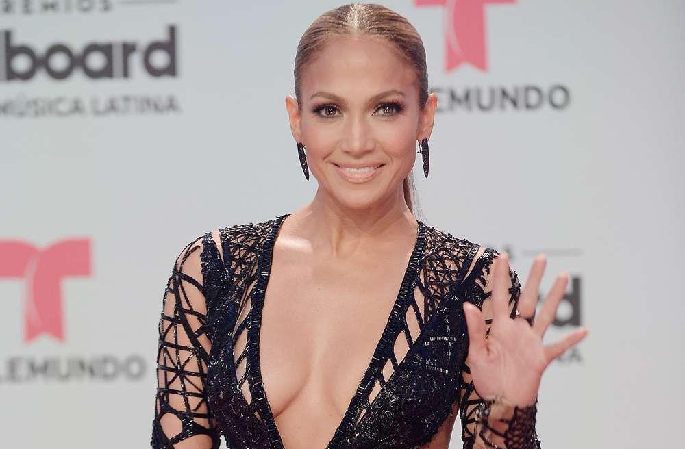 4 productos que usa Jennifer Lopez para cuidar su rostro y mantenerse joven