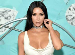 Skims expone el cuerpo completo de Kim Kardashian con su nuevo conjunto íntimo