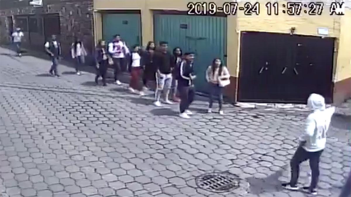 El asalto fue a plena luz del día y había algunas personas que pudieron haber sido testigos.