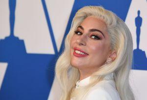 Lady Gaga casi les provoca un infarto a los guardaespaldas de su collar de los Oscar