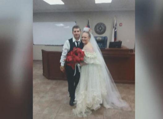 Texas: Se casaron y minutos después murieron en accidente violento
