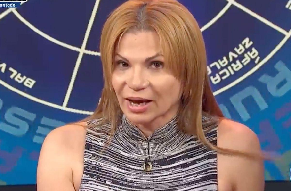 Mhoni Vidente dice que Selena Gómez es una iluminada