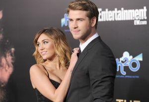 ¡Liam Hemsworth ya olvidó a Miley Cyrus! es captado en la playa besándose con su nuevo amor