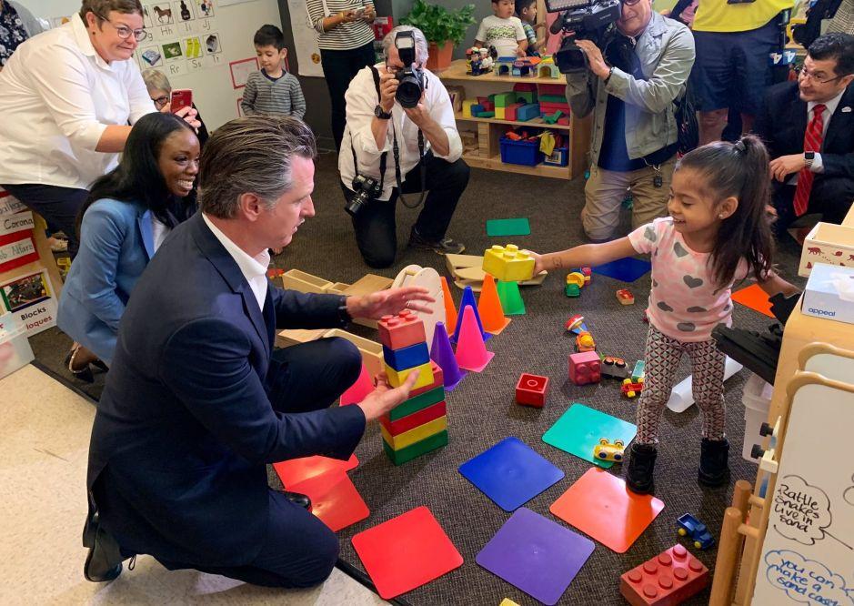 Newsom recalca inversión para primera infancia durante vista a Los Ángeles