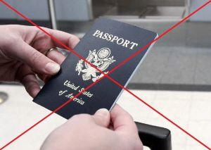 Papá abandona a su hija de 14 años en el aeropuerto porque se le vencía el pasaporte