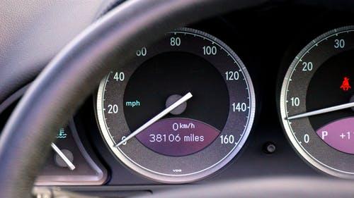"""¿Qué es el modo """"Cruise control"""" en los autos y cómo funciona?"""