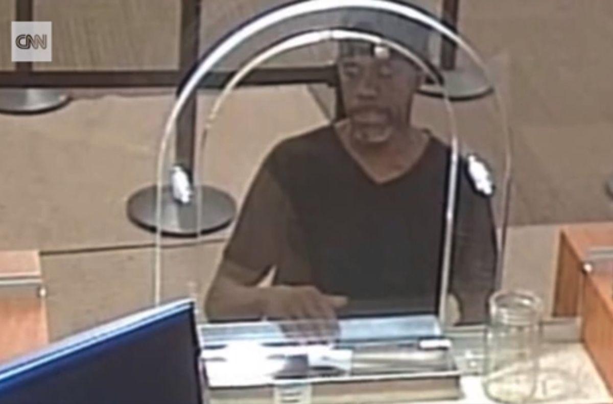 El sospechoso llevó una nota para robar el banco.