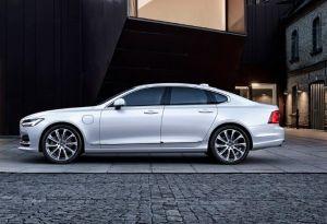 ¿Qué potencia y espacio nos ofrece el Volvo S90? + VIDEO