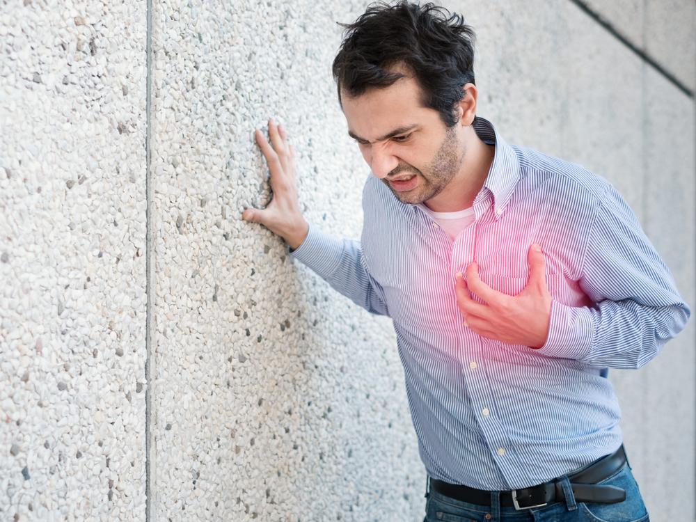 ¿Cuánto cuesta un desfibrilador automático implantable y cuáles son los beneficios para el corazón?
