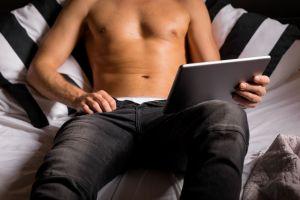 Cuidado con el virus que te graba mientras ves porno para extorsionarte