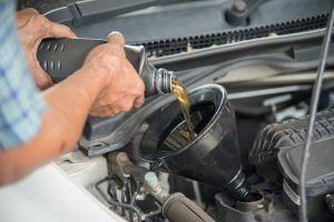 ¿Es normal que el auto consuma aceite?