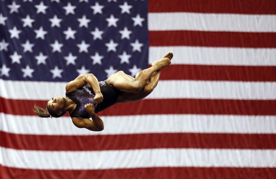 Ver para creer: El increíble salto de Simone Biles que le dio el Campeonato… y la vuelta al mundo