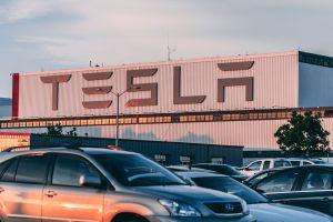Walmart demanda a Tesla por incendios ocasionados por sus paneles solares