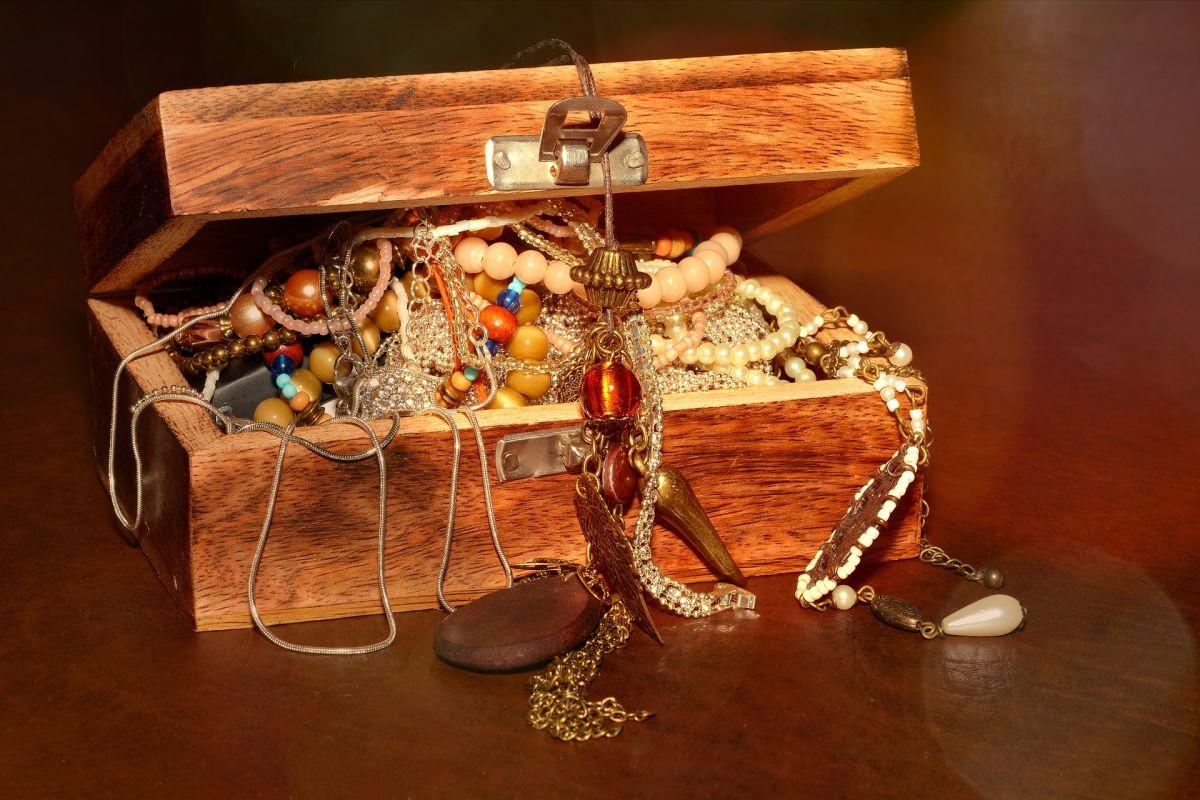Se calcula que las joyas, pepitas y monedas de oro tienen un valor de más de $2 millones de dólares.