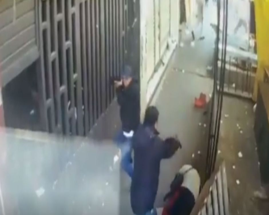 VIDEO: Con tiro de gracia matan a uno en mercado donde opera brazo armado del CJNG