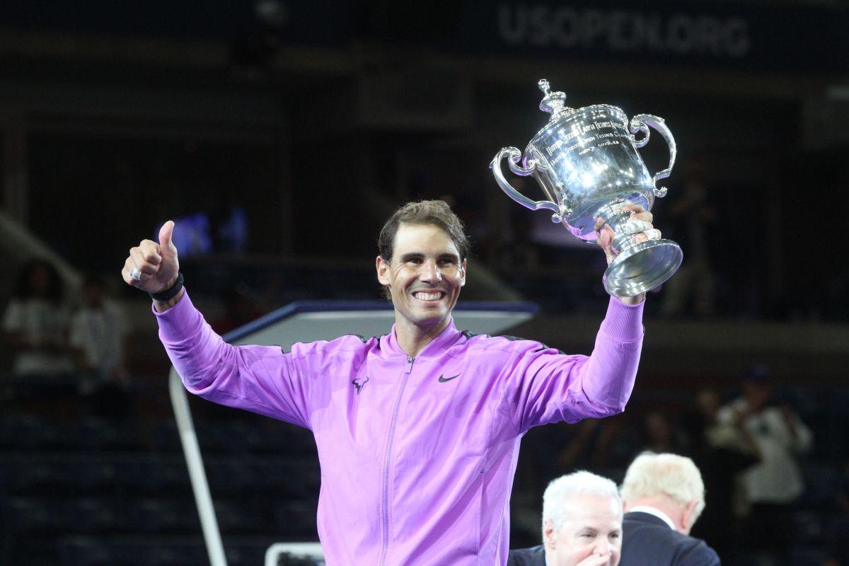 Nadal con el trofeo del US Open tras una final de casi 5 horas.