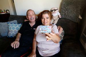 Abuelos inmigrantes unen sus vidas y sus familias