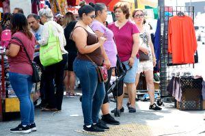 Latinos que hablan español, los más afectados por el COVID-19
