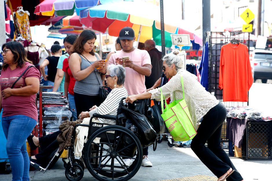 La pandemia desentierra la desigualdad y el racismo en muchas áreas de la vida en Los Ángeles