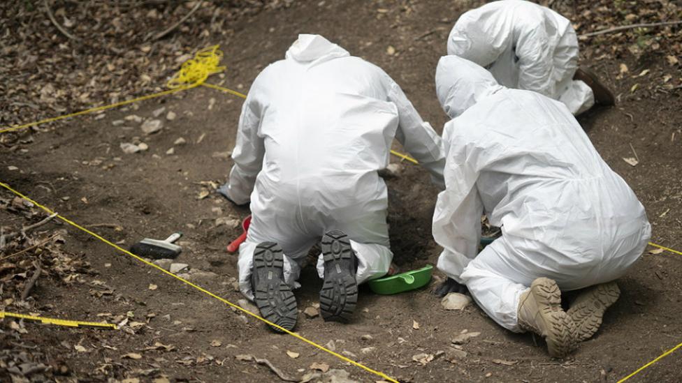 FOTOS: En los huesos, encontraron a 14 asesinados por narcos en territorio del CJNG.