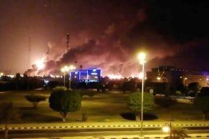 Arabia Saudita: ataque con drones produce incendios en dos instalaciones petroleras claves