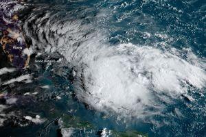 Bahamas y Florida se preparan para otra tormenta después del huracán Dorian