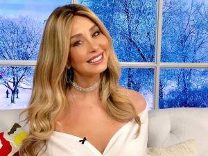 Myrka Dellanos comparte entrevista en Instagram desde la intimidad de su habitación