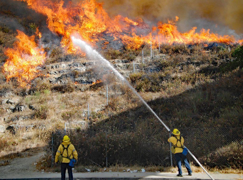 Aprueban medida para desalojar campamentos de desamparados en zonas con riesgo de incendios