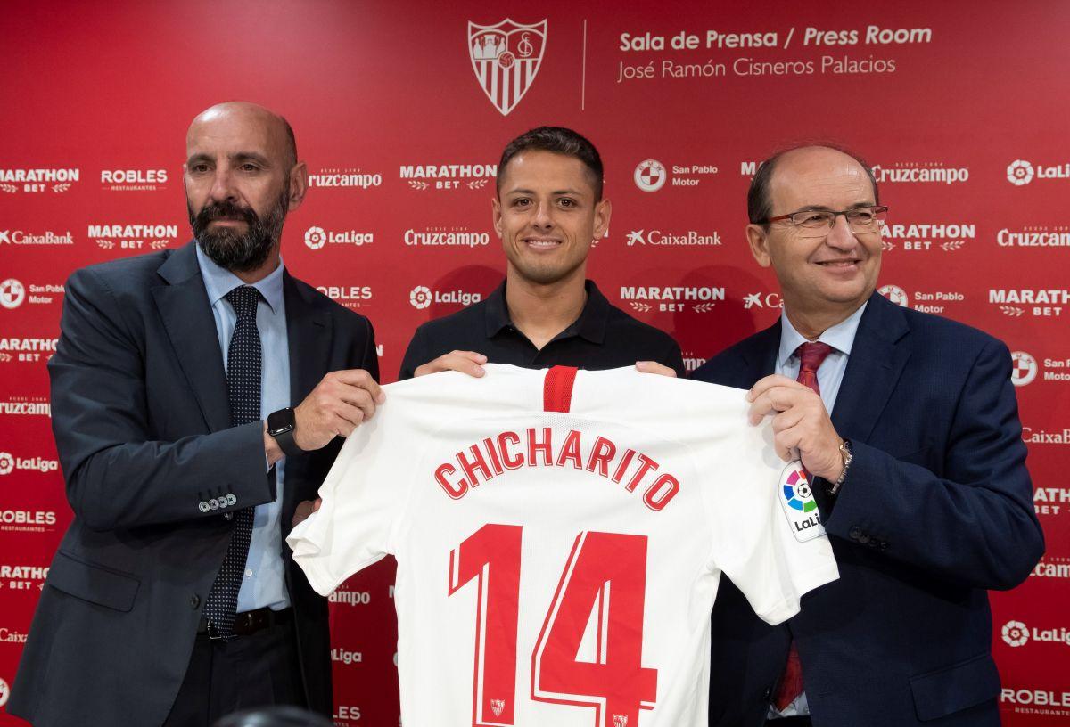 """Es oficial: """"Chicharito"""" Hernández firmó por 3 temporadas con el Sevilla"""