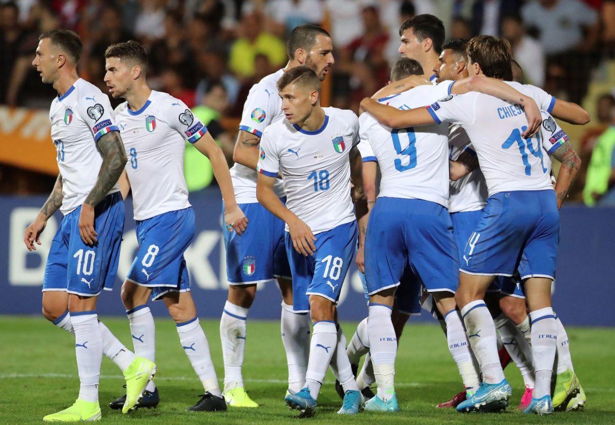Italia remonta a Armenia y pone pie y medio en la Eurocopa