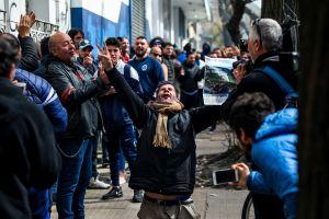 Locura por Maradona: Cientos de aficionados se afilian al Gimnasia y Esgrima tras la llegada del entrenador