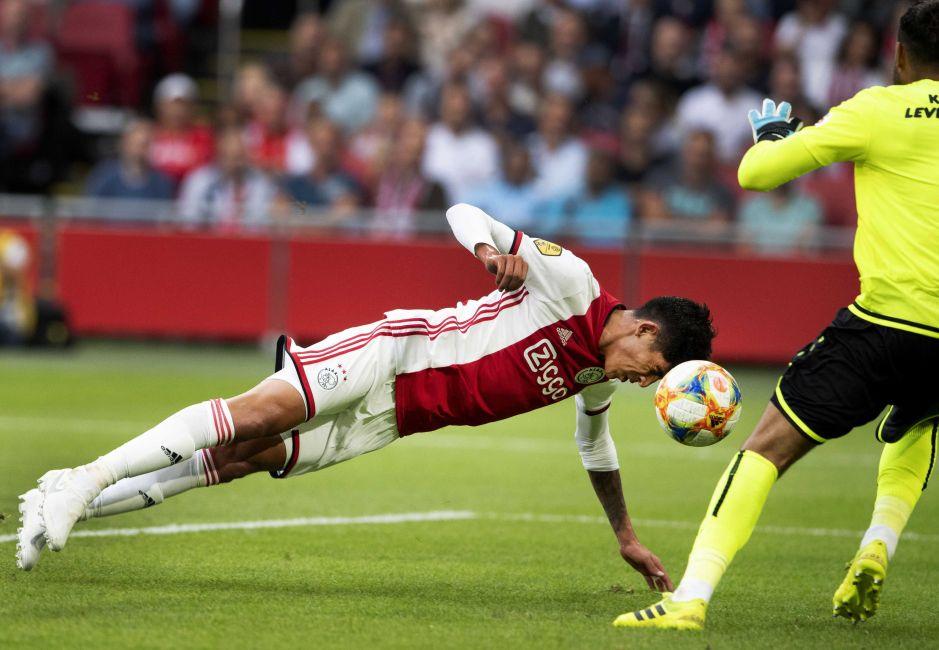 ¡Increíble! A Edson Álvaréz se le negó su primer gol con el Ajax en la liga de Holanda