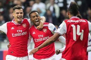 Arsenal le pega al Frankfurt en arranque de la EUL