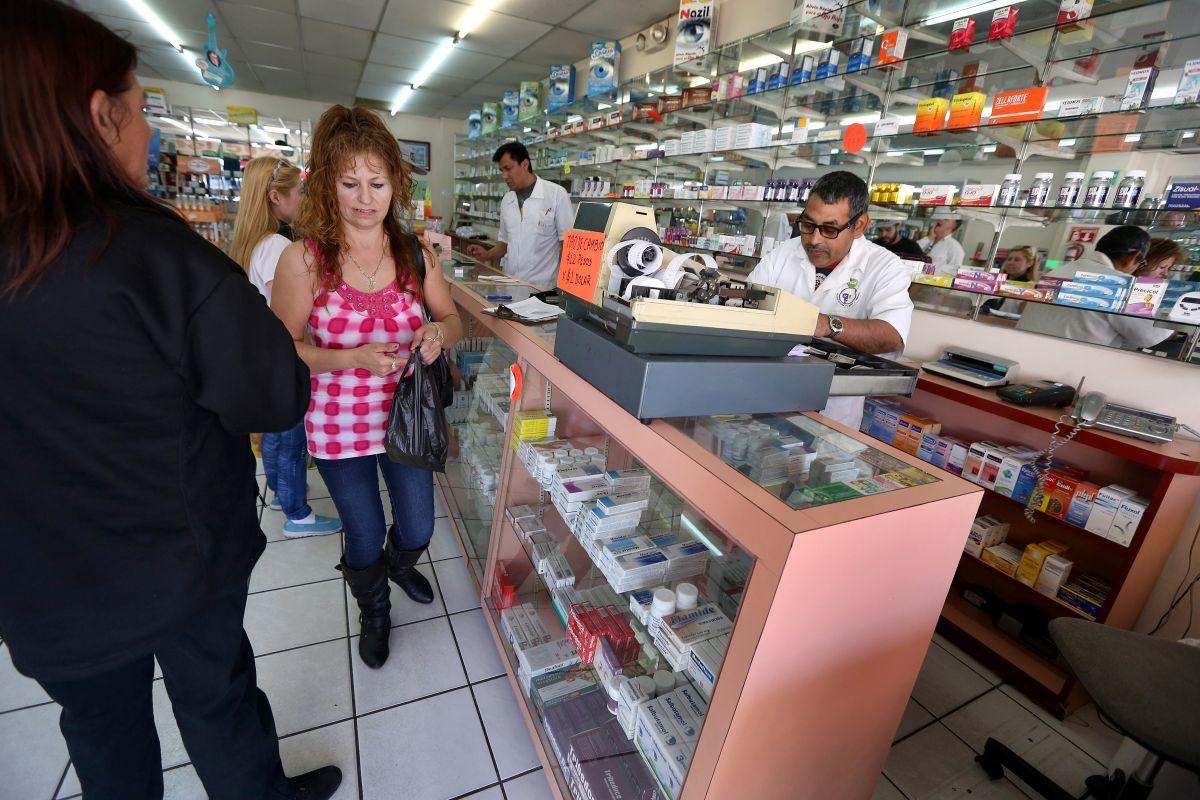 Estadounidenses viajan a México y Canadá por su medicamento