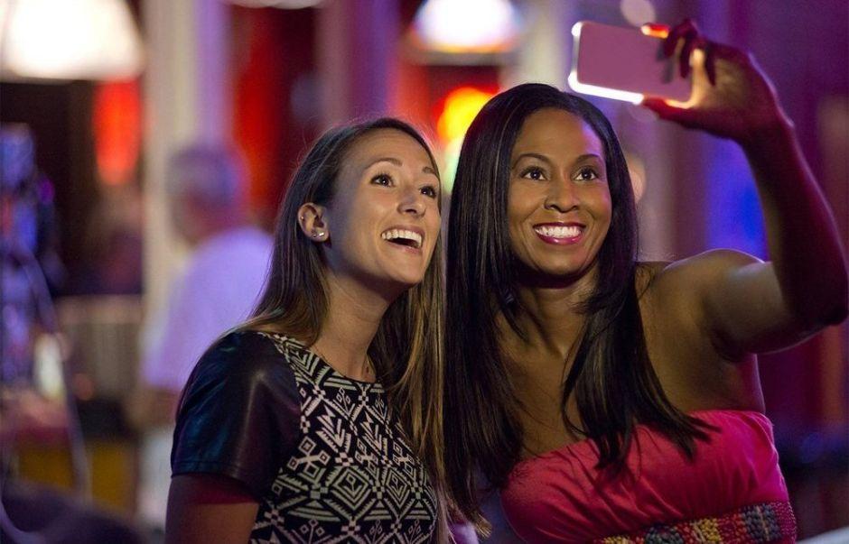 Las 4 mejores fundas de celular con luz incorporada para tomar las mejores selfies