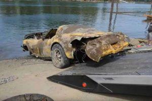 Rescatan un Corvette que estuvo sumergido por más de 20 años