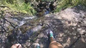 Graba con GoPro caída a 50 pies de altura por cascada en Hawaii