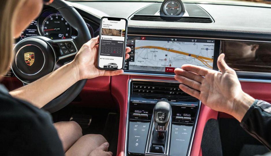 Cuántas pantallas tiene el Porsche Taycan