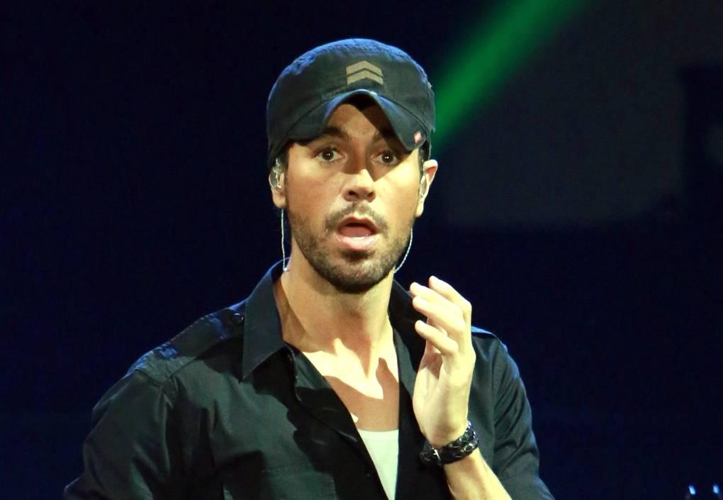 Enrique Iglesias prepara el lanzamiento de su nuevo disco de éxitos