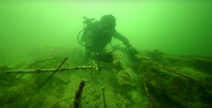 Descubren un cementerio de autos debajo del mar en Florida