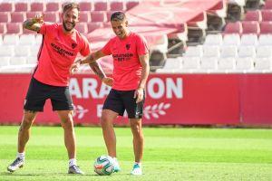 'Chicharito' podría debutar con el Sevilla en su visita al Alavés